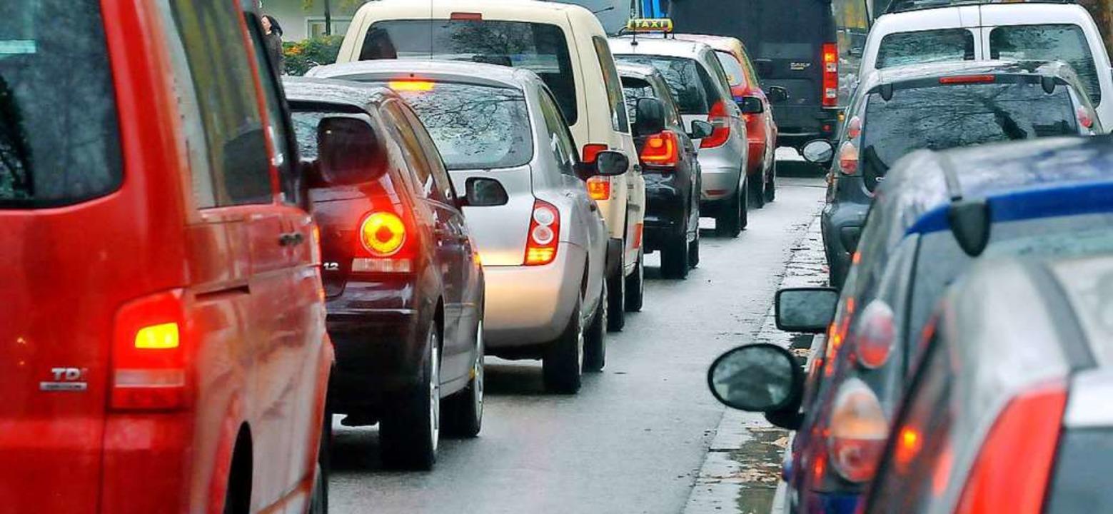 So kennen viele Autofahrer den Verkehr... – aus einer Zeit vor März 2020.  | Foto: Michael Bamberger