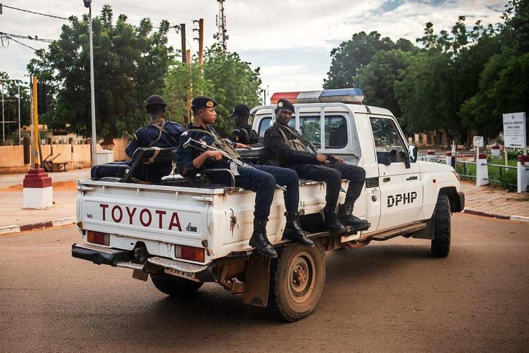 Patrouillen gehören zum Alltag in Niger.  | Foto: Arne Immanuel Bänsch (dpa)
