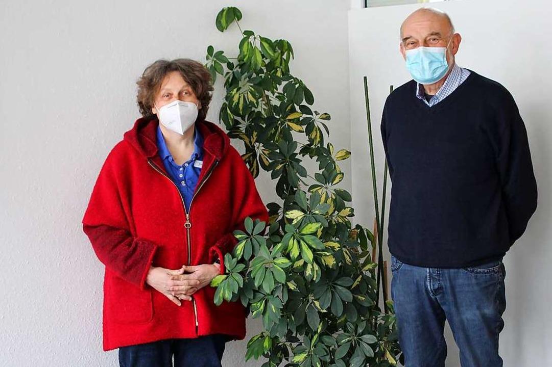 Martina Bivort (Leiterin des Seniorenz...ber die Impfaktion im Seniorenzentrum.  | Foto: Reinhard Cremer