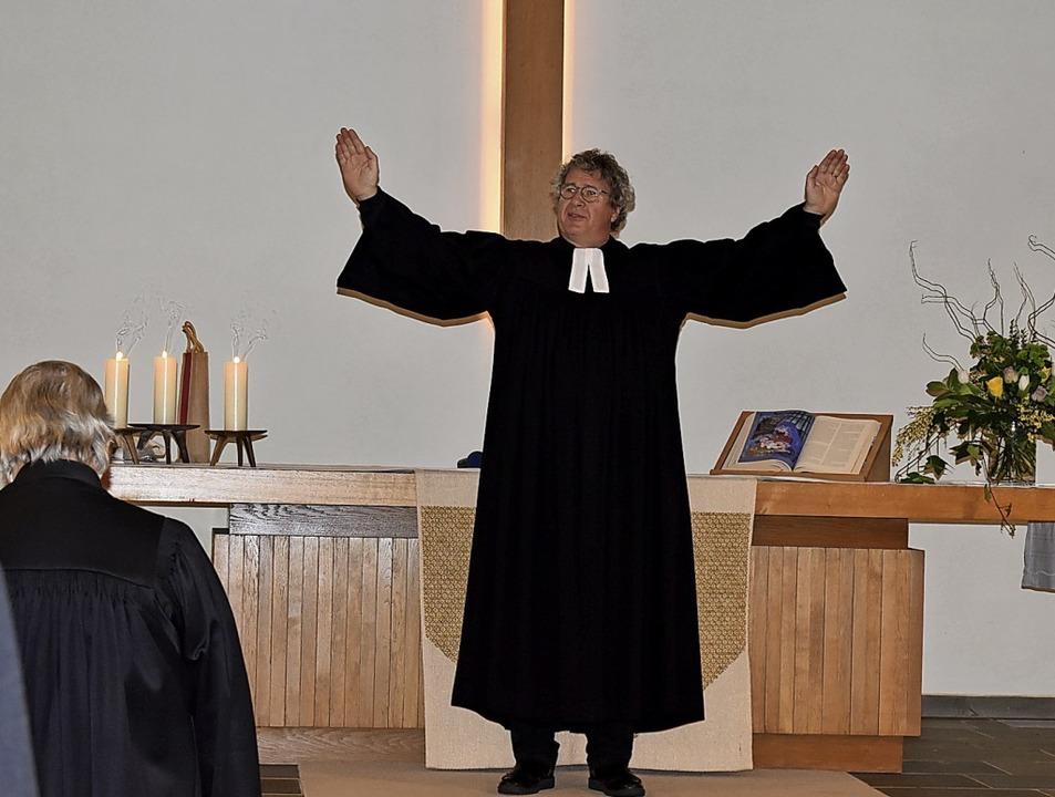Pfarrer Martin Rathgeber spendet zum l... evangelischen Friedenskirche in Wehr.  | Foto: Hrvoje Miloslavic