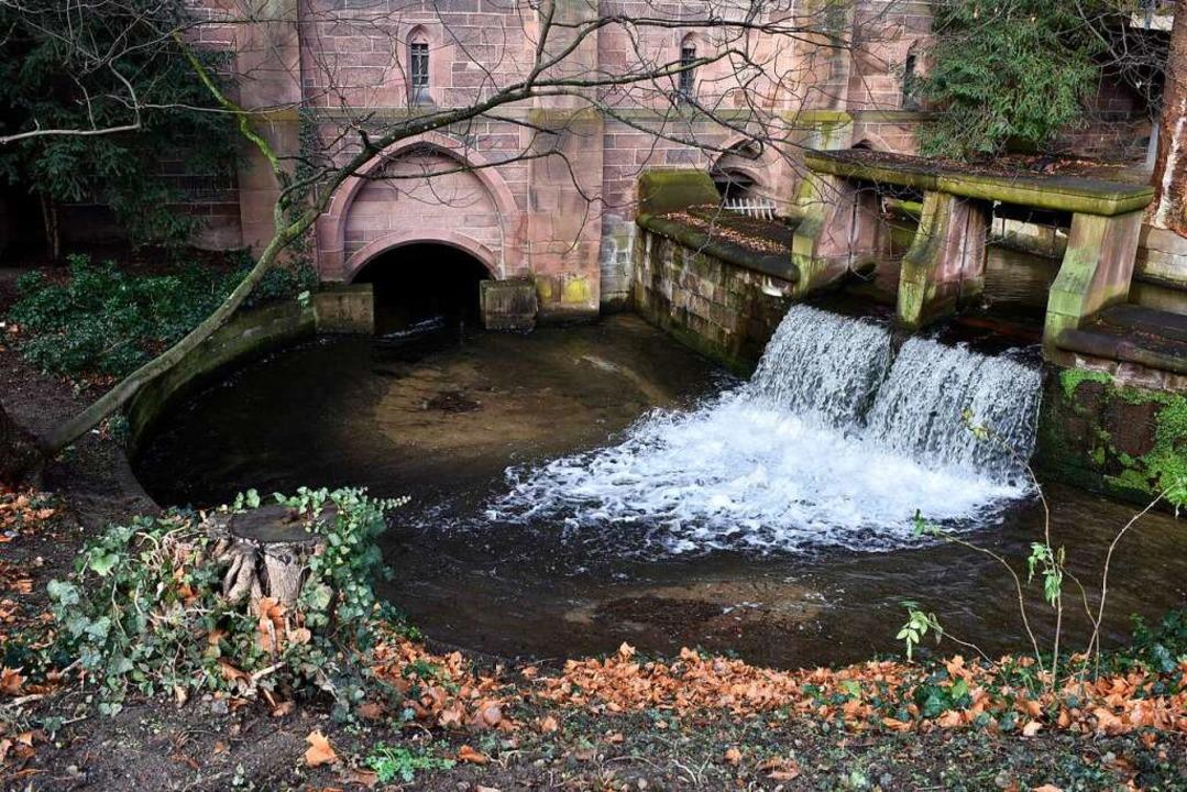 Das Wasserbecken, das auf der historis...ase zu sehen ist,  besteht noch heute.  | Foto: Thomas Kunz