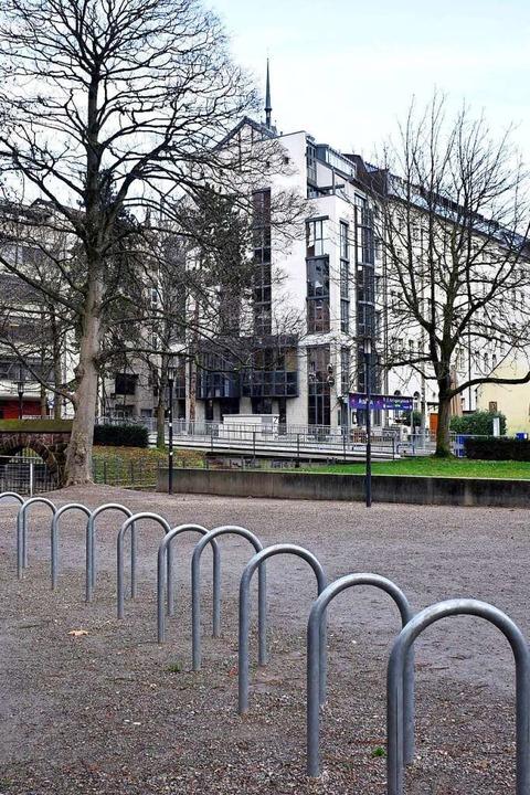 Über den  Karl-Rahner-Platz zeigt dies...n nur noch über der Nachfolgebebauung.  | Foto: Thomas Kunz