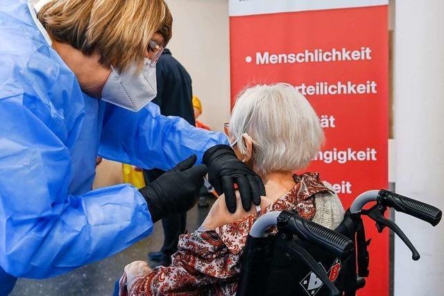 Auch zu Hause lebende Senioren und mobile Pflegekräfte sollten möglichst schnell geimpft werden