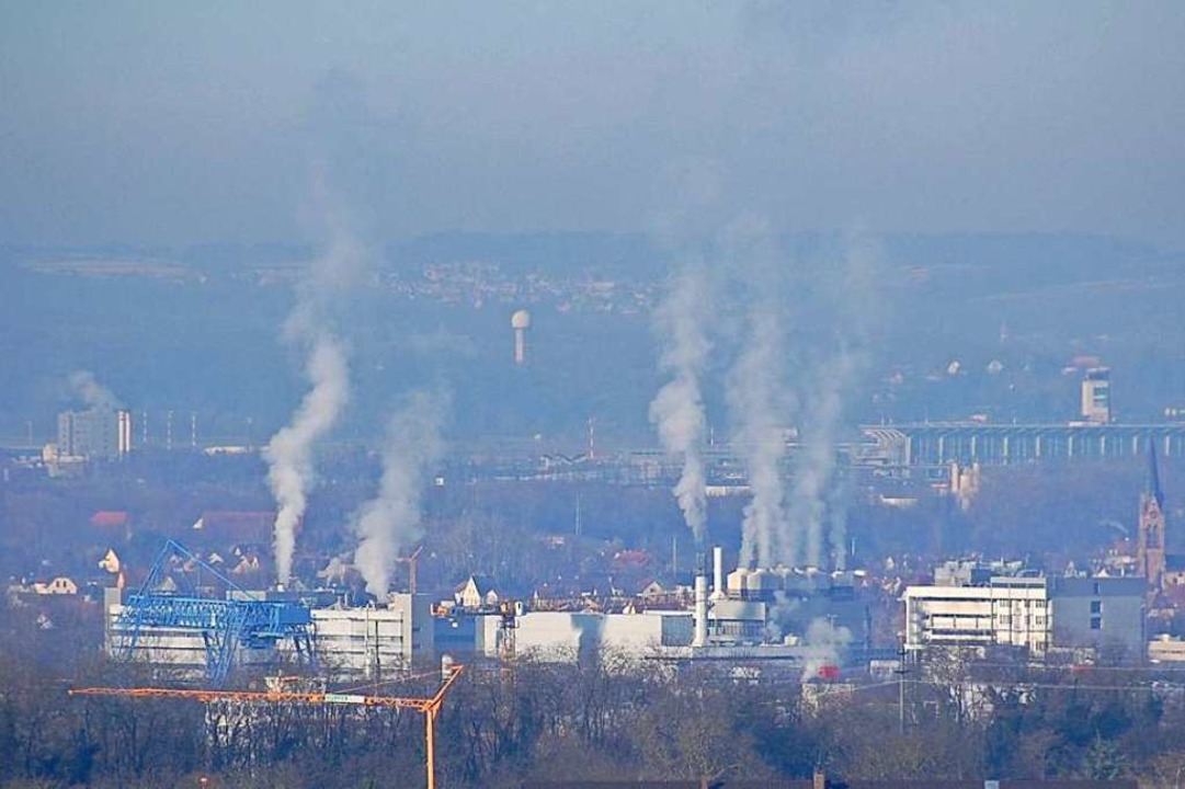 Luftschadstoffe – wie hier in Basel – verbreiten sich weiträumig.  | Foto: Hannes Lauber