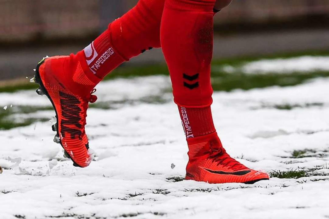 Zu viel Schnee im Mösle: Die winterlic...ag  in der Regionalliga antreten kann.  | Foto: Patrick Seeger