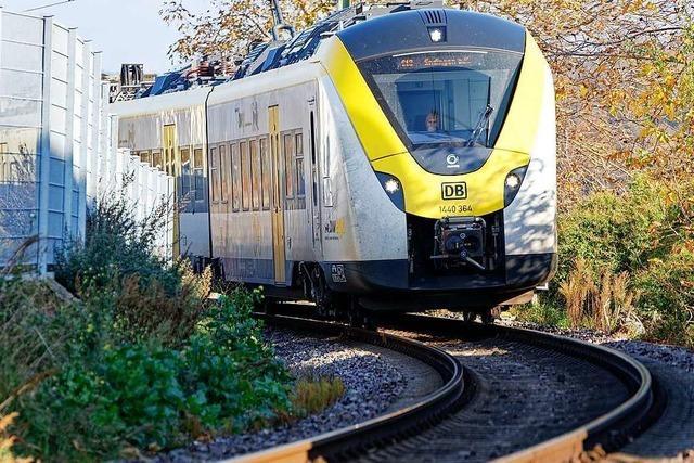 Triebwagen entgleist am Bahnhof Endingen mit einer Achse