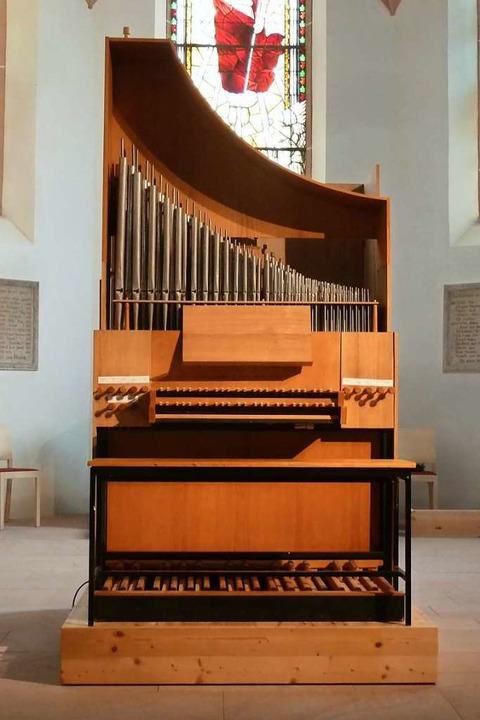 Die kleine fahrbare Orgel steht nach i...bereit im Chor der Eichstetter Kirche.  | Foto: Andreas Fischer