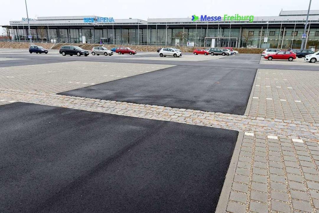 Jetzt barrierefrei: der Parkplatz vor ...Parkplätze wurde auf fast 1300 erhöht.    Foto: Ingo Schneider