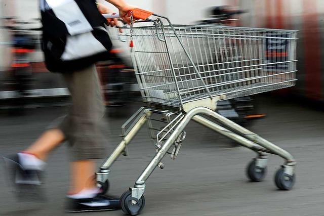 Exhibitionist streitet Vorfall auf Supermarkt-Parkplatz ab