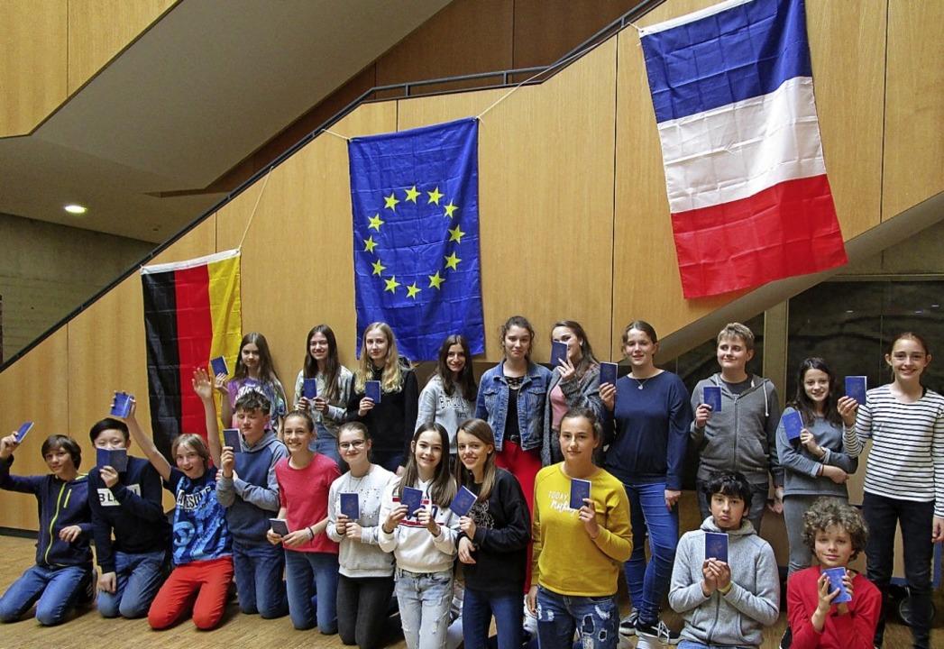 Mit dem Oberrheinsiegel würdigt das Land  bilinguale Aktivitäten am OGW.  | Foto: Barbara Krumbein-Keller