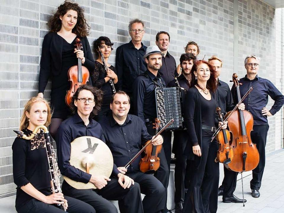 Fürstreiter für das Vergessene und wen...) und die Freiburger Holst-Sinfonietta    Foto: Anke Nevermann
