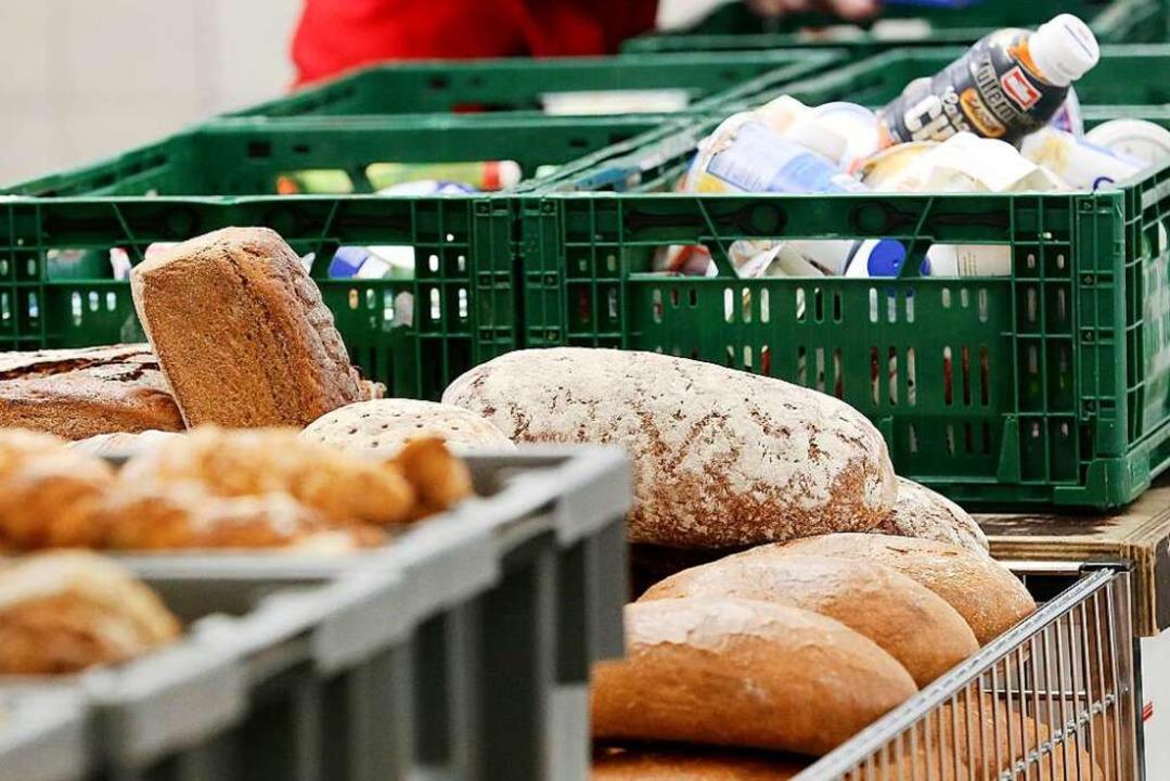 In der Tafel werden Lebensmittel, die ... an Bedürftige abgegeben (Symbolbild).  | Foto: Roland Weihrauch