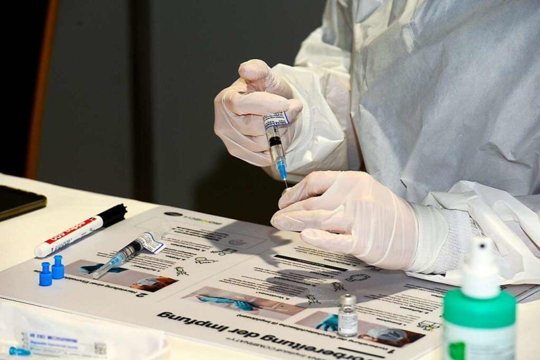 Das Freiburger Impfzentrum hat vorläufig noch genügend Serum.  | Foto: Ingo Schneider