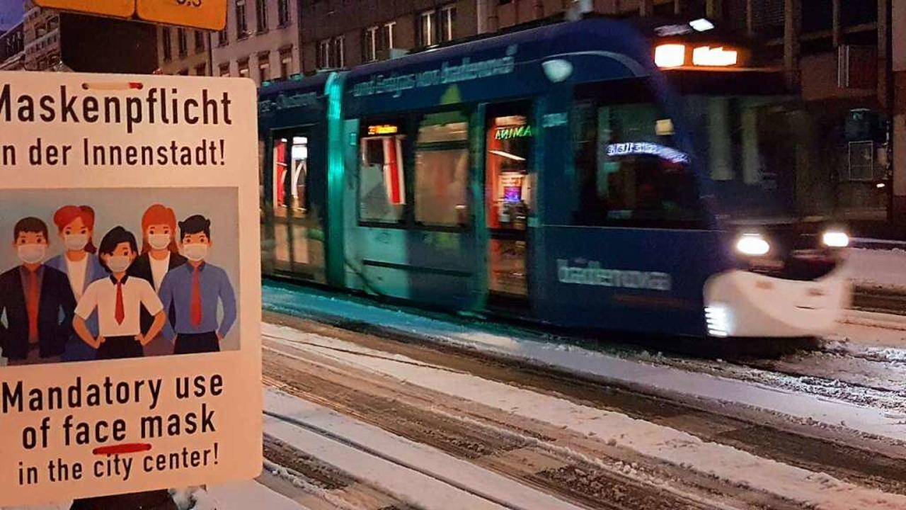 Auch in den Straßenbahnen der Freiburg...-AG sind medizinische  Masken Pflicht.    Foto: Volker Jung