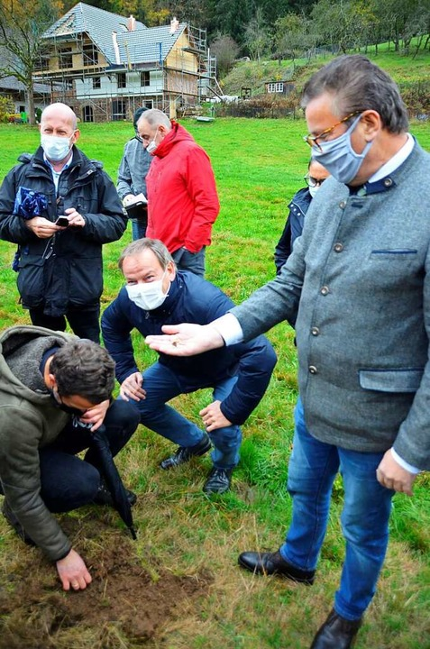 Landwirtschaftsminister Hauk (rechts) ...esuch in der Ortenau im November 2020.  | Foto: Hubert Röderer