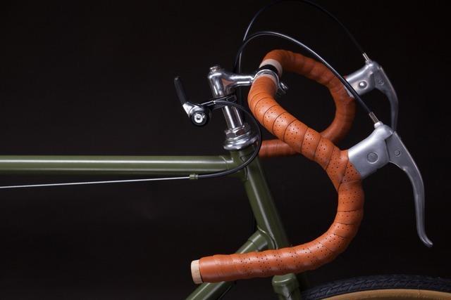 58-Jähriger fährt mit dem Rennrad auf der A5 von Neuenburg bis Efringen-Kirchen