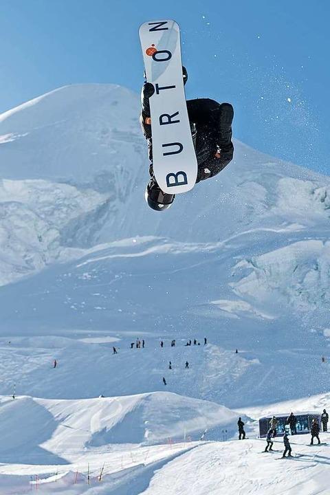 Sicher in der Luft und weich in der La...ale war drin für Benedikt Bockstaller.  | Foto: Olaf Siemann