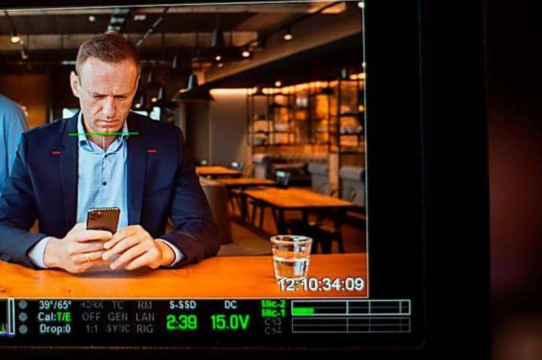 Im Video sitzt Nawalny am Kitchen Barn, der Scheunenküche des Filmstudios.  | Foto: privat