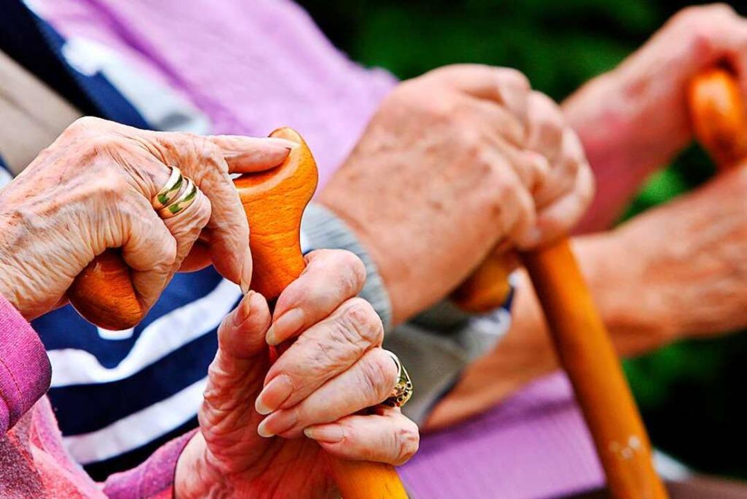 Wer die Lebenshaltungskosten der Schwe...he Miete dazu, wird es finanziell eng.  | Foto: Oliver Berg