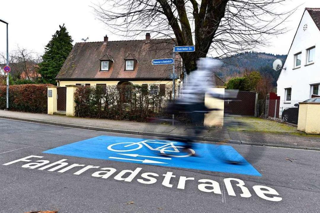 So sind Fahrradstraßen für die Verkehrsteilnehmer kenntlich gemacht.  | Foto: Thomas Kunz