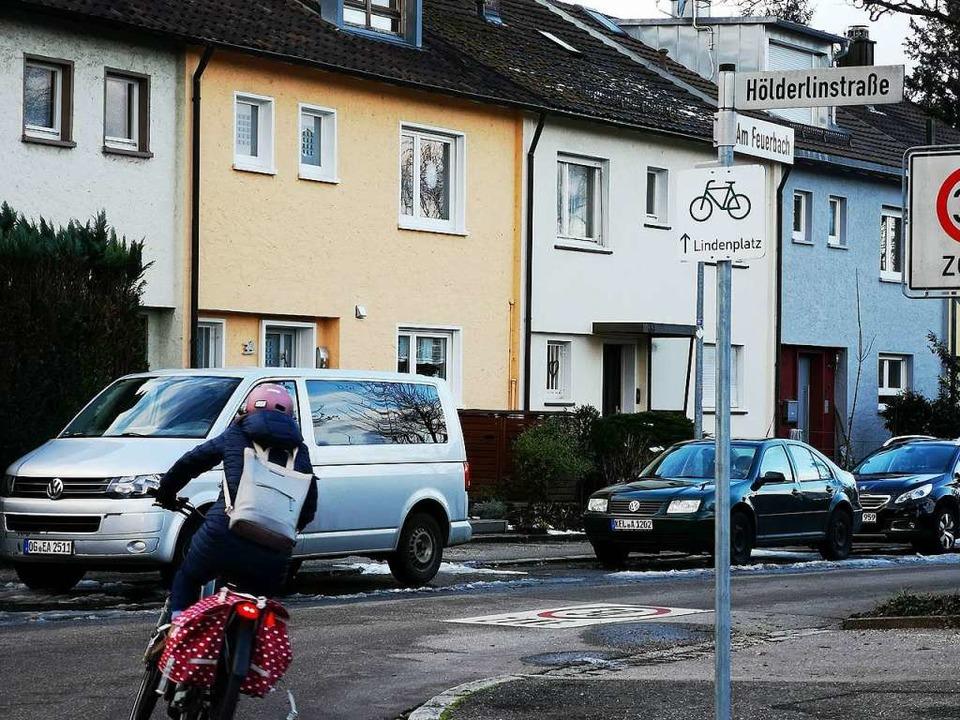 Die Straße Am Feuerbach fiel bei den R... und Räten im Verkehrsausschuss durch.  | Foto: Ralf Burgmaier