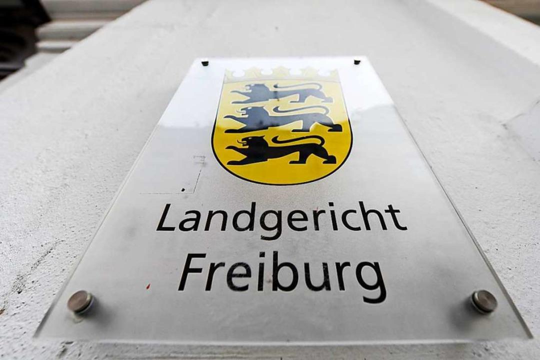 Von Freitag an sollte gegen den Mann am Landgericht Freiburg verhandelt werden.  | Foto: Patrick Seeger (dpa)