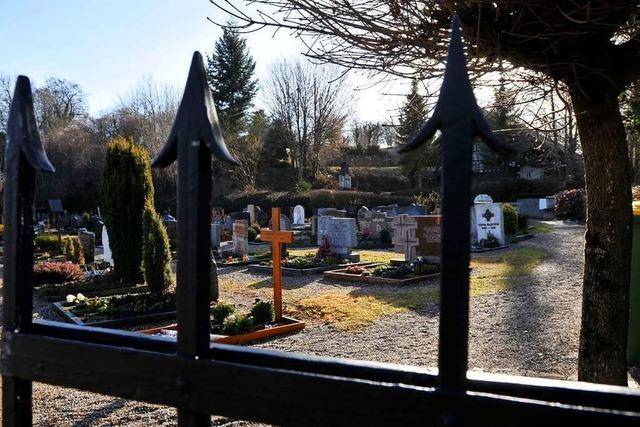 Die Glascontainer am Friedhof von Freiburg-Waltershofen stören