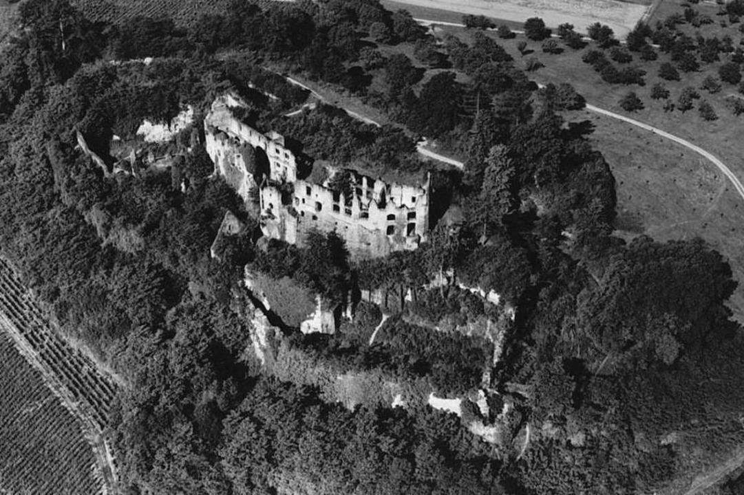 Die Hochburg vorher: Die Luftaufnahme ...r dem Engagement des Hochburgvereins.   | Foto: Landesmedienzentrum