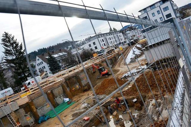 Der Hotelbau am Ortseingang von Merzhausen geht voran