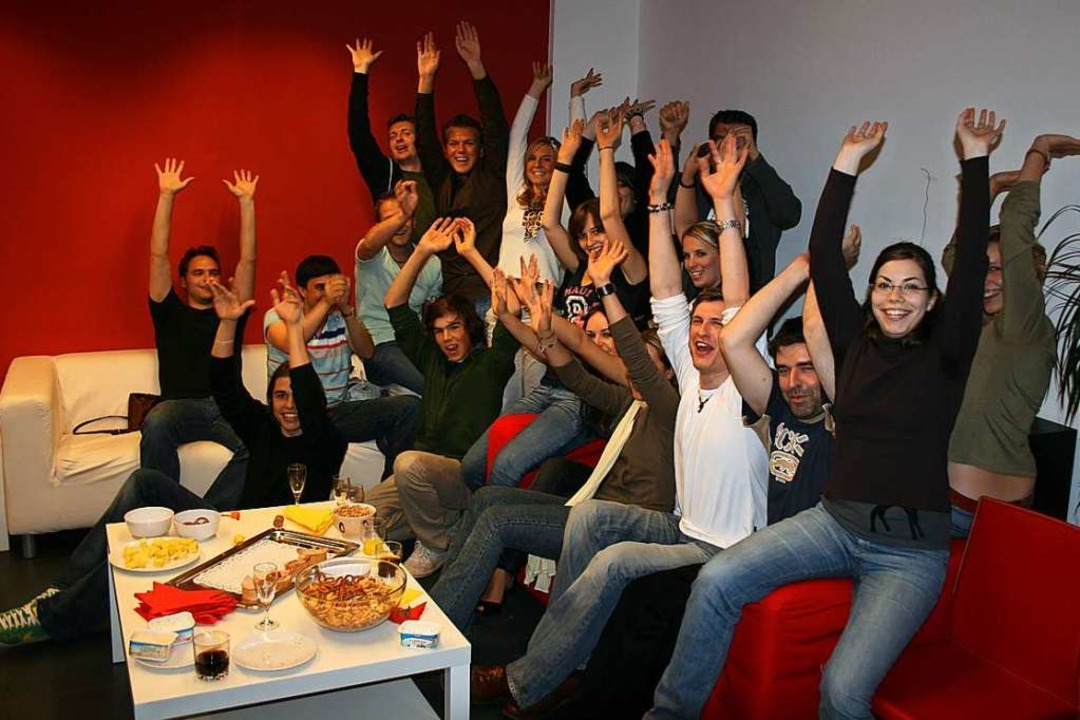 Die Redaktion mit dem roten Sofa und d....de startete 2006 in der Bertoldstraße  | Foto: fudder-Archiv