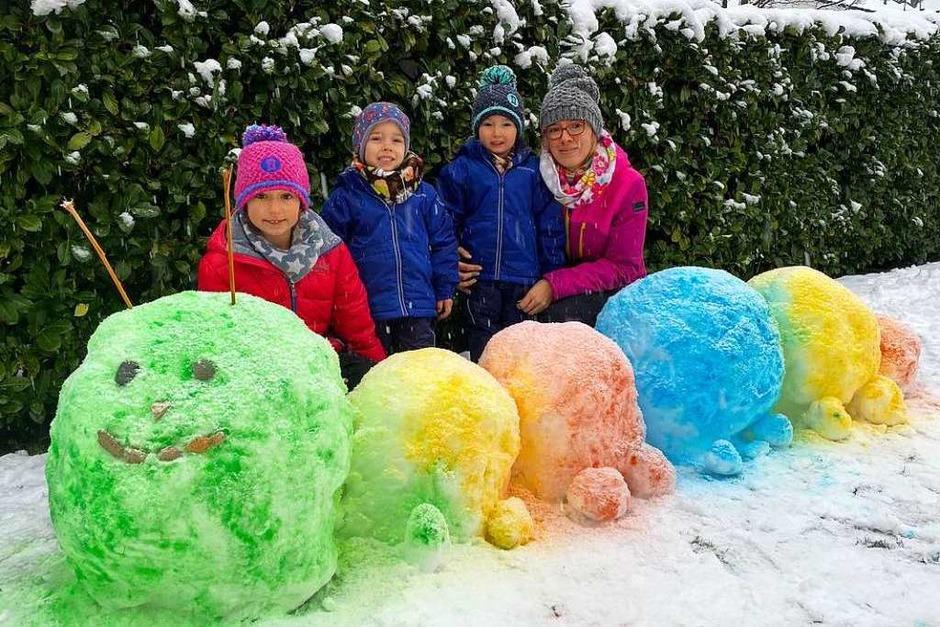 Platz 1: Schneeraupe, mit Lebensmittelfarbe eingefärbt: von Maja (8) und ihren Zwillingsbrüdern Matteo und Mailo (3), Heitersheim (Foto: Privat)