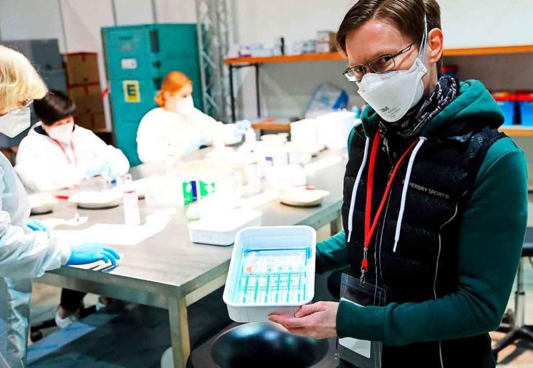 Im Labor des Offenburger KIZ wurde der..., Leiterin der KIZ des Ortenaukreises.  | Foto: Landratsamt Ortenaukreis