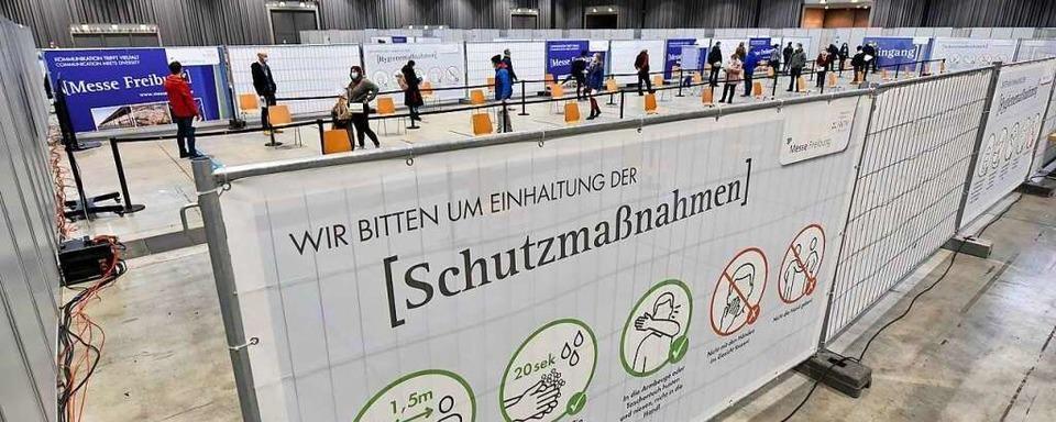 Polizei Freiburg sucht nach Impfkarten-Klau zwei Männer mit Umhängetaschen