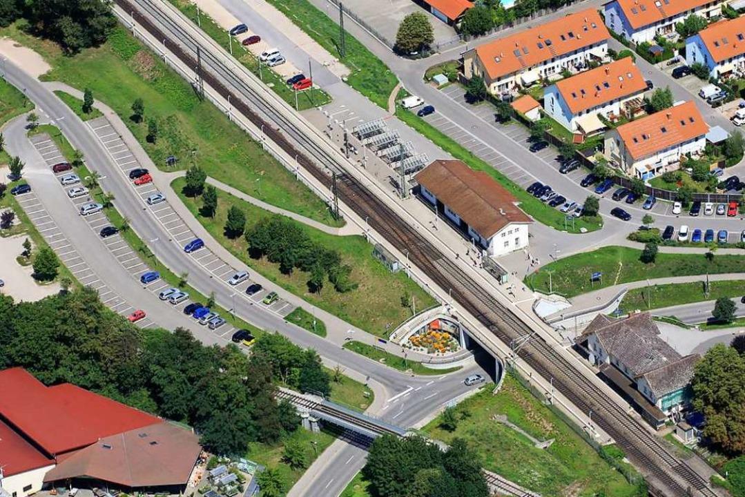 Der Bahnhof aus der Vogelperspektive: ...nte, rechts unten das Bahnhofsgebäude.    Foto: Erich Meyer