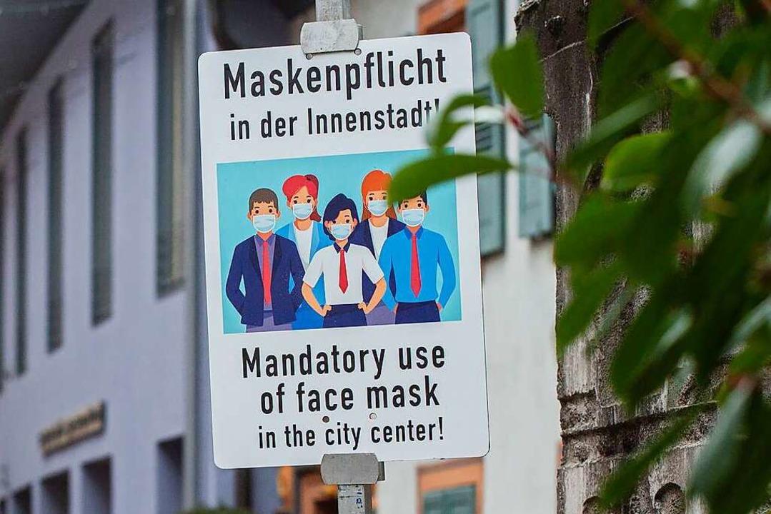 Ein Schild verweist in der Konviktstra...ter des Amtes für öffentliche Ordnung.  | Foto: Philipp von Ditfurth (dpa)
