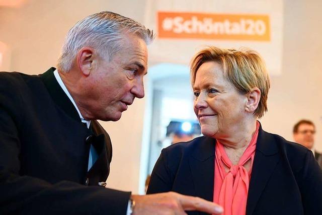 Die Merz-Fans empfangen Laschet beim digitalen Parteitag