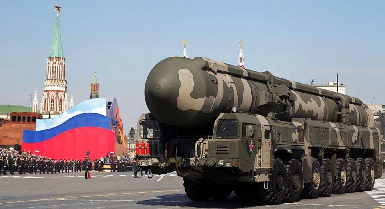 Eine strategische russische Atomrakete bei einer Militärparade in Moskau.    Foto: Sergei Chirikov (dpa)