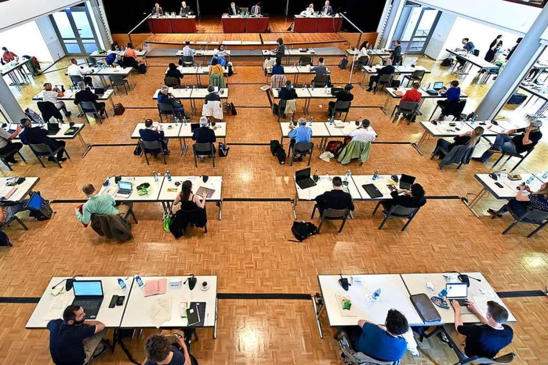 Der Freiburger Gemeinderat tagt seit d...des Maskentragen. Das ändert sich nun.  | Foto: Michael Bamberger
