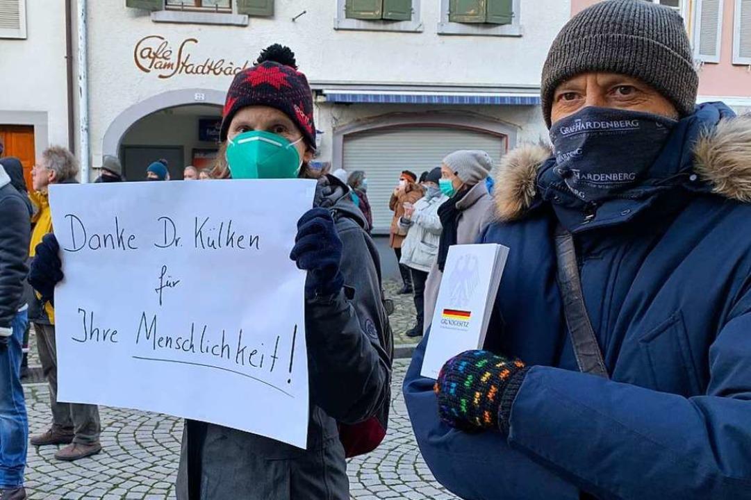 Demonstrantinnen und Demonstranten zei...nd protestierten gegen Corona-Politik.  | Foto: Simone Höhl