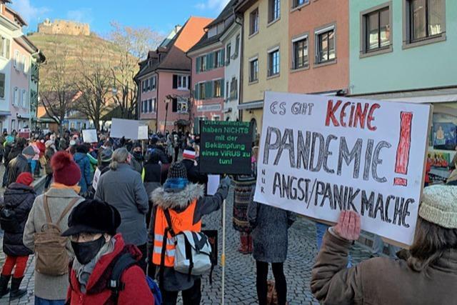 200 Demonstranten bekunden Solidarität mit Staufener Arzt
