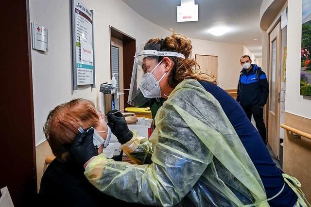 Tests in Pflegeeinrichtungen sind aufwändig, erhöhen aber den Schutz