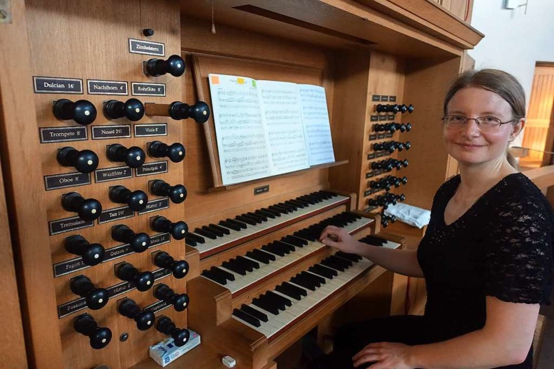 Die Berliner Konzertorganistin Jule Ro...der Kirche St. Peter und Paul in Weil.    Foto: Roswitha Frey