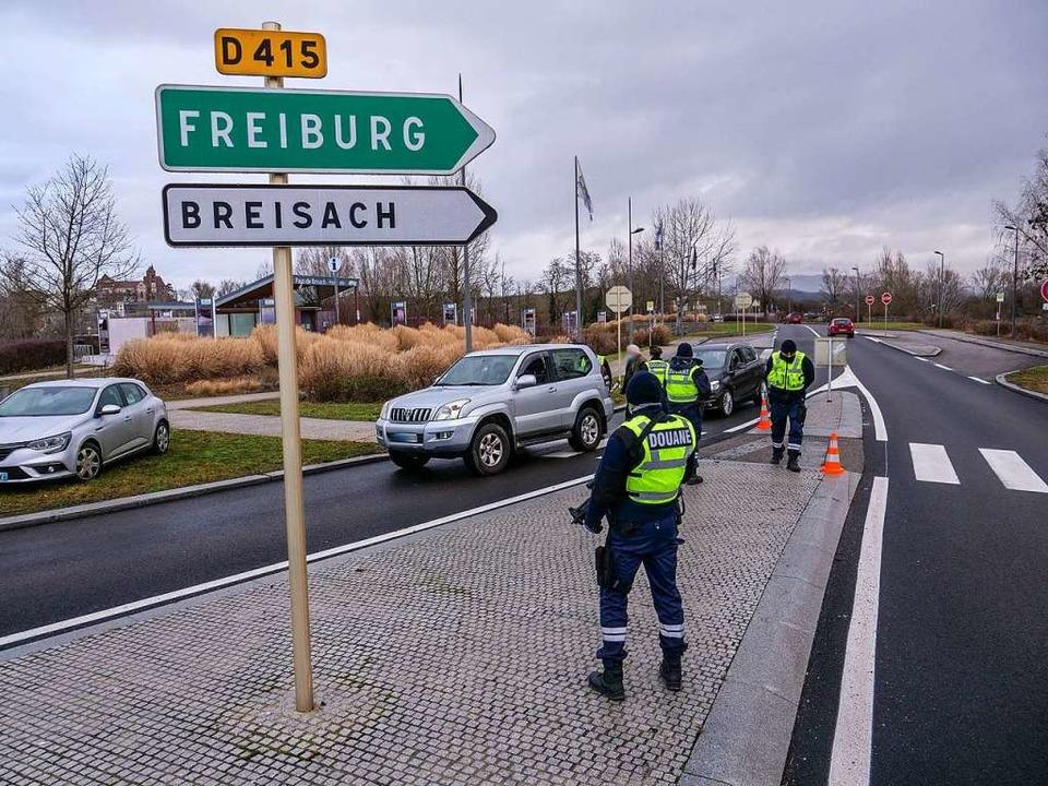 Am Montagmorgen wurden Autofahrer an d... des französischen Zolls kontrolliert.  | Foto: Patrick Kerber