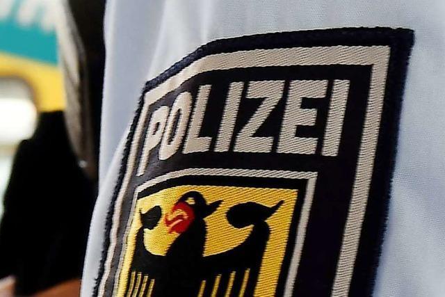 Per Haftbefehl gesuchter 48-Jähriger wird im Regionalzug verhaftet