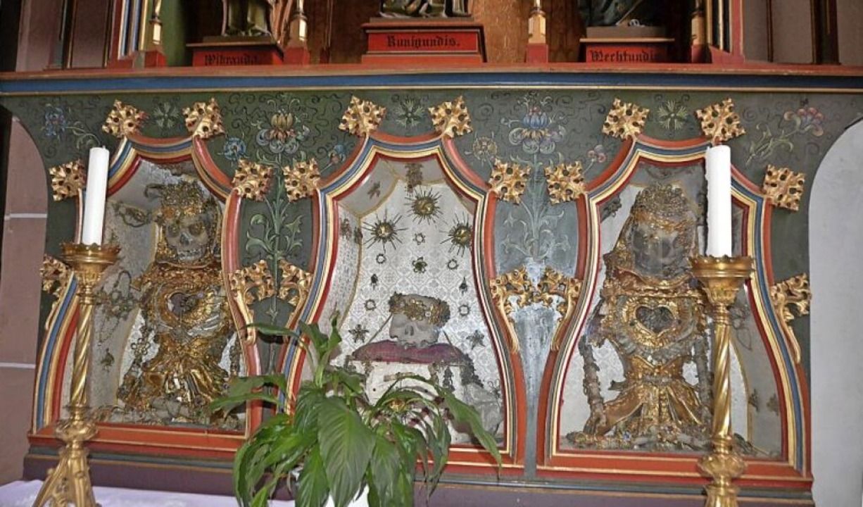 Der Seitenaltar mit den Gebeinen der heiligen drei Jungfrauen    Foto: Horatio Gollin