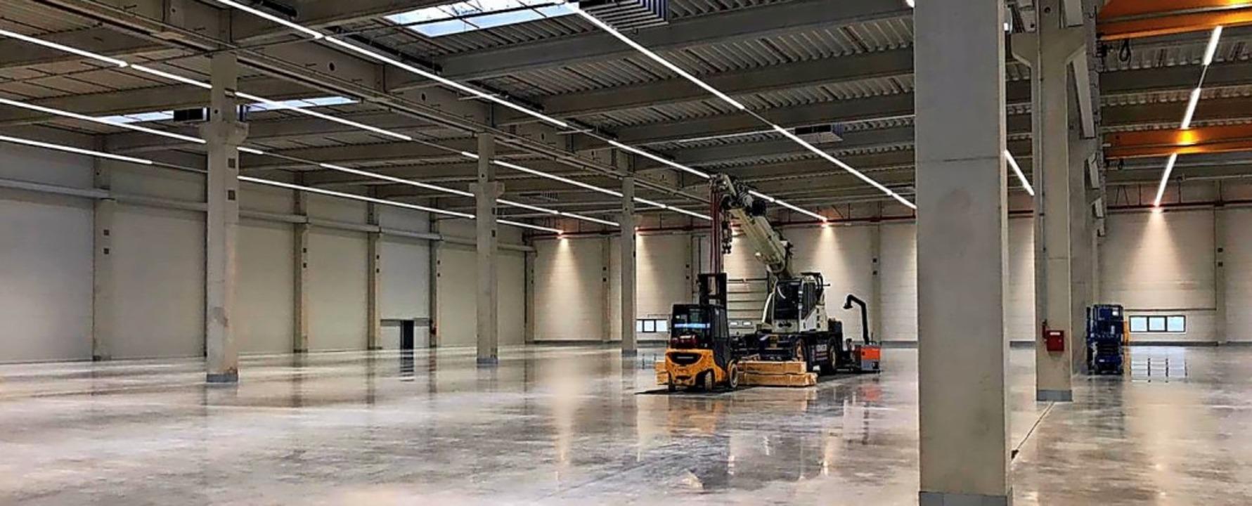Eine riesige neue Fabrik hat die SLG K...Monaten soll dort der Betrieb starten.  | Foto: Dieter Stockkamp