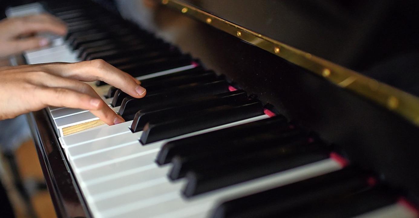 Jeder Gedanke und jedes Gefühl lassen ...gt Axel Schmitt über sein Instrument.     Foto: Britta Pedersen