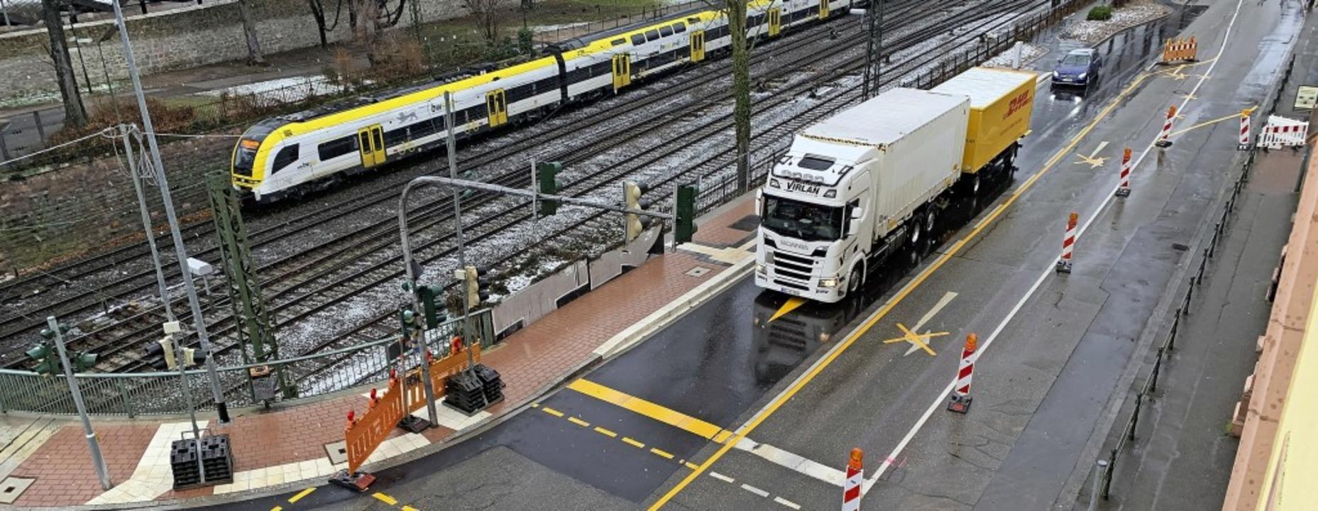 Wo vor der Ampel der Lastwagen wartet,...nnenstadt-Zugang von der Oststadt aus.  | Foto: Helmut Seller