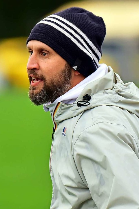 Coach Marcel Kobus gibt an der Seitenl...beim FC Teningen weiterhin den Ton an.  | Foto: Daniel Thoma