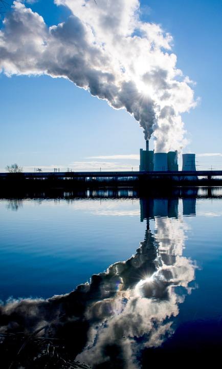 Braunkohlekraftwerk Schkopau in Sachsen-Anhalt.  | Foto: Hendrik Schmidt (dpa)